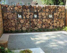 originelle Gabionenwand Holz