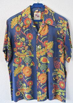 Cool Hawaiian Shirts, Vintage Hawaiian Shirts, Cool Shirts, Men's Shirts, Bohemian Style Clothing, Bowling Shirts, Satin Shirt, Funky Fashion, Look Cool