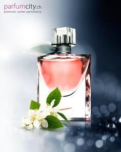 Dieser bezaubernde Duft ist für alle selbstbewussten Frauen bestimmt, die ihren eigenen Lebensstil lieben.