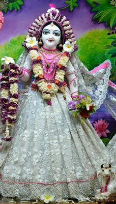 Durga Maa Pictures, Radha Krishna Pictures, Radha Rani, Harajuku, Jay, Temple, Photos, Style, Fashion