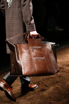 See detail photos for Salvatore Ferragamo Fall 2015 Menswear collection. Cheap Handbags, Purses And Handbags, Leather Handbags, Spring Handbags, Brown Handbags, Popular Handbags, Fashion Bags, Mens Fashion, Fashion 2015