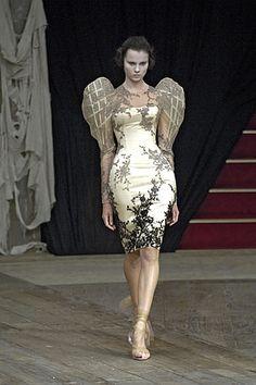 Alexander McQueen Spring 2007 RTW #PurelyInspiration