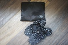 Female travel slipper black and gray dots