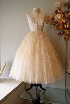 Vintage 50s Tea Length CUPCAKE Couture Wedding Dress Strapless Ivory LACE Designed by Marie $300 23-inch waist, but could lace up the back instead.