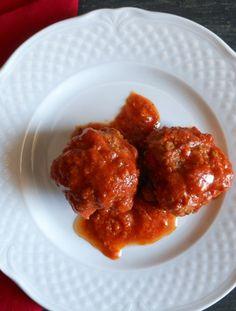 A delicious Italian recipe for meatballs (polpette) in a tasty tomato sauce / anitalianinmykitchen