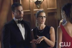 """Arrow -- """"Crucible"""" -- Image AR204a_5585b -- Pictured (L-R): Stephen Amell as Oliver Queen and Emily Bett Rickards as Felicity Smoak -- Photo: Jack Rowand/The CW -- © 2013 The CW Network, LLC. All Rights Reserved"""