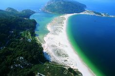 Islas Cies. Galicia, España. La playa de Rodas fue elegida como la mejor del mundo por el diario The Guardian.  http://www.guardian.co.uk/travel/2007/feb/16/beach.top10
