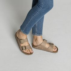 BIRKENSTOCK Arizona Nubuck Leather Steer Taupe in all sizes ✓ Buy directly from the manufacturer online ✓ All fashion trends from Birkenstock Birkenstock Arizona, Birkenstock Outfit, Birkenstock Florida, Zoom Iphone, Iphone 5c, Tiffany Blue Nikes, Sandals Outfit, Shoes Sandals, Dress Shoes