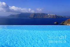 Infinity pool of luxury hotel in Santorini_ Greece