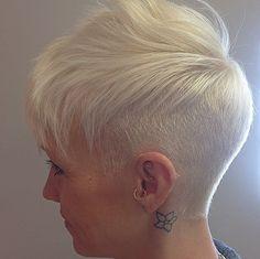Gib deinen Haaren einen Sommerschimmer. Glänzende Kurzhaarfrisuren für blondes Haar!