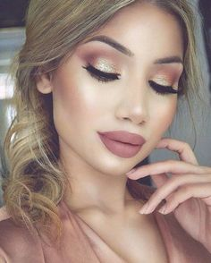 Rose Gold Bronze Makeup Look - 20 Rose Gold Beauty Ideas To Try This Spring   - Photos