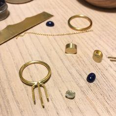 Det'nlarsens billede. Fine Jewelry, Jewellery, Minimalist Jewelry, Charlotte, Stud Earrings, Jewelery, Earrings, Jewelry Shop, Jewerly