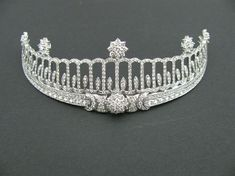 Baden Tiara, Alemanha (feita por Cartier; diamantes, 13 quilates).  Pertenceu a Hilda de Nassau, grã-duquesa de Baden (1864-1952).  Agora, ele pertence a Catarina da Alemanha.