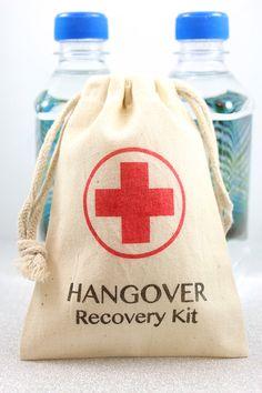 ¿Qué tal una bolsa llamada Kit de Recuperación de guayabo, resaca o cruda para una boda o cumpleaños? Una idea genial. #RecordatoriosParaFiestas