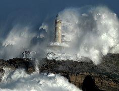 THE POWER OF THE STORM II /lighthouse-waves /  Foto: Rafael G. Riancho.Faro de Mouro.