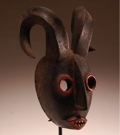 courier5:    nonsensemachine:    freakyfauna:    African Grebo zoomorphic carved wooden mask, Liberia.  Found here.
