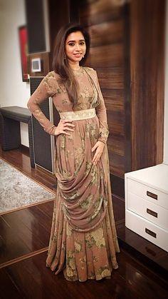 Fancy Dress Design, Stylish Dress Designs, Designs For Dresses, Indian Gowns Dresses, Indian Fashion Dresses, Indian Designer Outfits, Designer Party Wear Dresses, Kurti Designs Party Wear, Stylish Dresses For Girls