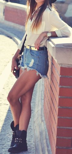 Denim short and sleeve shirt street style | Fashion and beauty