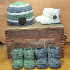 Baby Booties with Macthing Hat, Cashmere Booties, Corchet Baby Booties with wooden Button Crochet Baby Booties, Baby Needs, Crochet Designs, Little Ones, Knitted Hats, Maine, Cashmere, Booty, Button