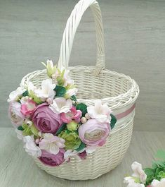 Happy Flowers, Fake Flowers, Bunny Crafts, Diy Crafts, Baby Breath Flower Crown, Wedding Gift Baskets, Wicker Picnic Basket, Marriage Decoration, Flower Girl Basket