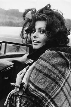 "Sophia Loren 1965 (HarpersBazaar 2016-10-19 ""Reliving the Italian icon's most glamorous looks"") 44/48"