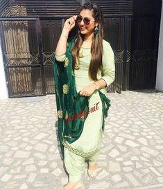 Costume Jewelry Can Save You Money For Your Senior Prom Indian Salwar Suit, Punjabi Salwar Suits, Designer Punjabi Suits, Indian Suits, Indian Designer Outfits, Indian Wear, Salwar Kameez, Patiala Suit, Punjabi Fashion