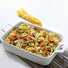 Gratinated Spaghetti Recipe WW Germany - Now cook gratinated spaghetti in 40 and discover numerous other Weight Watchers recipes. Now cook g - Plats Weight Watchers, Weight Watchers Meals, Lacto Vegetarian Diet, Weird Food, How To Make Salad, Base Foods, Light Recipes, Food And Drink, Healthy Eating