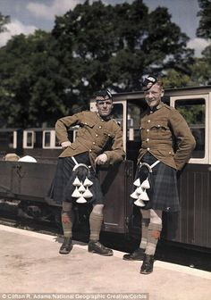 November 1928, Kent: Two Scottish soldiers stand in Hythe beside a rail car bound for New Romney Men In Kilts, British Isles, British Army, Scottish Kilts, Highlanders, Rail Car, Men In Uniform, Military History, 1920s