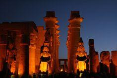 Tour templo de Luxor del crucero #crucero_Nilo #Luxor_excursiones #Asuan_Visita  http://www.maestroegypttours.com/sp/Cruceros/Cruceros-por-El-Nilo-Egipto/Crucero-en-El-Nilo-Egipto-Sonesta-St-George