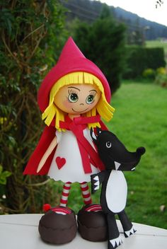 Fofucha little red riding hood Clay Dolls, Art Dolls, Foam Crafts, Arts And Crafts, Cute Crafts, Diy Crafts, Craft Projects, Projects To Try, Storybook Characters