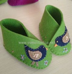 Baby shoe - felt
