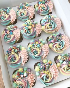 Top 40 Wedding Cupcakes from kerrys_bouqcakes Fancy Cupcakes, Pretty Cupcakes, Wedding Cupcakes, Rustic Cupcakes, Rainbow Cupcakes, Berry Cupcakes, Mini Cakes, Cupcake Cakes, Baby Cakes
