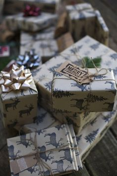 DIY hand-stamped motifs on craft paper for an awesome Xmas wrapping paper style