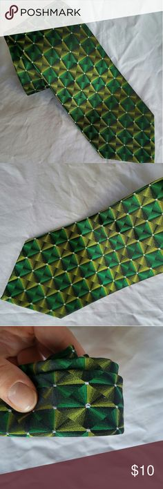 """Green & Black Van Heusen Silk Tie 100% Silk 59.5"""" long 3.5"""" wide Excellent cushion Thick, sturdy weave Shiny, """"holographic"""" effect with the pattern Van Heusen Accessories Ties"""