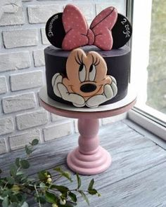 Ideas para pasteles de Disney & Manitas DIY Disney Cake Ideas & Heimwerker The post Disney Kuchen Ideen & DIY Handwerker & caketopper/cakedecoration/themecakes appeared first on Kuchen. Minni Mouse Cake, Minnie Mouse Birthday Cakes, Mickey Party, Mickey Mouse Birthday, Minnie Mouse Party, Birthday Cake Girls, Birthday Cupcakes, Party Cupcakes, Lemon Cupcakes