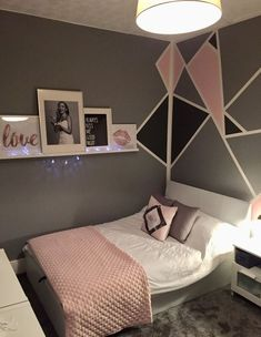 Grey and pink teen girls bedroom. Geometric walls with picture shelf – dan Grey and pink teen girls bedroom. Geometric walls with picture shelf Grey and pink teen girls bedroom. Geometric walls with picture shelf Cool Teen Bedrooms, Trendy Bedroom, Diy Bedroom, Bedroom Girls, Teen Bedroom Colors, Room Decor Bedroom Rose Gold, Bedroom Ideas For Teen Girls Grey, Teen Rooms, Modern Bedroom