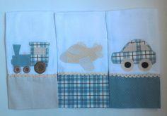 Kit com 3 fraldinhas de boca, tecido 100% algodão garantindo conforto e maciez para o bebê. Poderá ser feito em menor quantidade.    Vem em embalagem de tule para presente.    *Consulte as opções disponíveis em cores para menino e menina.    PERSONALIZADA de acordo com preferências do cliente.   ...