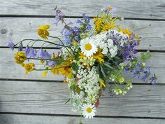 Another wedding reception decoration idea -- any wildflowers will work -- nothing too big for the reception Wedding Reception Decorations, Wedding Tables, Wedding Wishes, Flower Bouquet Wedding, Dream Wedding, Wedding Dreams, Wedding Details, Wedding Colors, Wild Flowers