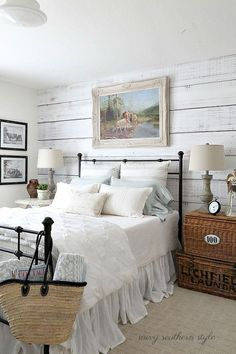Nice 65 Classic and Vintage Farmhouse Bedroom Ideas. More at http://trendecor.co/2017/09/05/65-classic-vintage-farmhouse-bedroom-ideas/