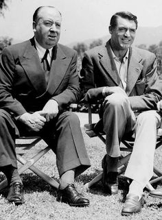 Alfred Hitchcock & Cary Grant / North By Northwest// This is the only film Alfred Hitchcock made for MGM. Hooray For Hollywood, Hollywood Icons, Golden Age Of Hollywood, Vintage Hollywood, Hollywood Stars, Classic Hollywood, Hollywood Images, Cary Grant, Classic Movie Stars