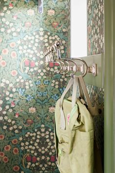 Bathroom Wallpaper Trends, Hallway Wallpaper, Kitchen Wallpaper, Print Wallpaper, Pattern Wallpaper, Cottage Entryway, Entryway Wall, William Morris Patterns, Room Of One's Own
