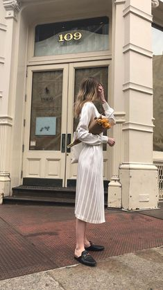 white on white outfits always look so chic Look Fashion, Luxury Fashion, Fashion Outfits, Womens Fashion, Casual Chic, Mode Cool, Paris Mode, Parisian Chic, Minimal Fashion
