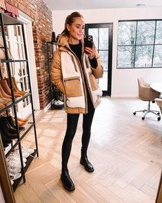 Fashion Jackson Wearing Amazon Fashion Sherpa Puffer Jacket Leather Leggings Outfit, Spanx Faux Leather Leggings, Winter Sweater Outfits, Chelsea, Fashion Jackson, Maxi Dress With Sleeves, Winter Fashion, Ski Fashion, Fit Women