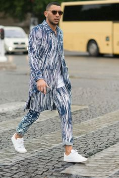 Street Style: Paris Men's Fashion Week. Street Style: Paris Men's Fashion Week. Stylish Mens Fashion, Mens Fashion Week, Latest Mens Fashion, Suit Fashion, Fashion Photo, Fashion Hair, Fashion Fashion, Fashion Outfits, Street Style Trends