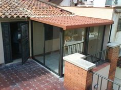 Cerramientos en Barcelona PONSICO. Glass House Design, House Front Design, Tiny House Design, Terrace Decor, Rooftop Design, House Construction Plan, Simple House Plans, Mini Pool, Outdoor Living Rooms