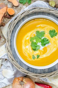 Süßkartoffel-Curry-Suppe mit Mango - lecker & würzig - perfekt für den Herbst geeignet (Werbung für Volvic)