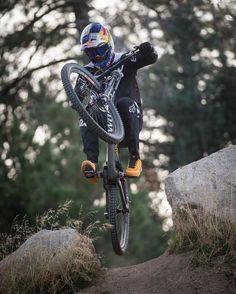 Freeride Mountain Bike, Freeride Mtb, Mountain Bike Action, Mountian Bike, Mountain Biking Women, Downhill Bike, Mtb Bike, Biker Photography, Bike Rider