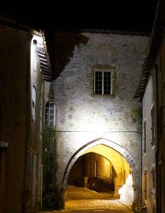 Porche - ancienne entrée des moines de l'Abbaye Saint Sauveur