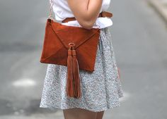 A lovely DIY envelope purse (with chain strap) by Veronika at tick tock vintage