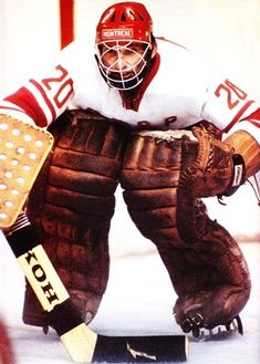Tretiak was the best goalie in the world but never came across to North America Stars Hockey, Women's Hockey, Hockey Cards, Canadian Hockey Players, Nhl Players, Olympic Hockey, Hockey Pictures, Red Wings Hockey, Hockey Logos